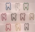 bunte Büroklammern in Zahnform
